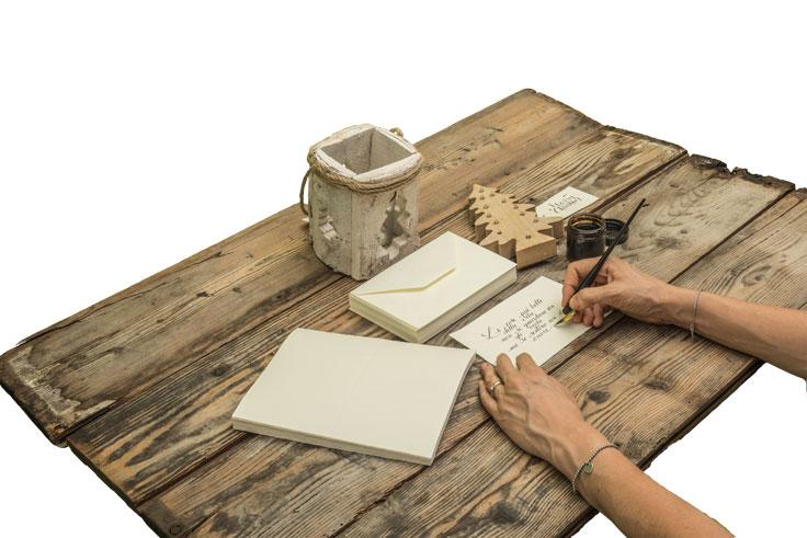 Scrittura con penna calligrafica