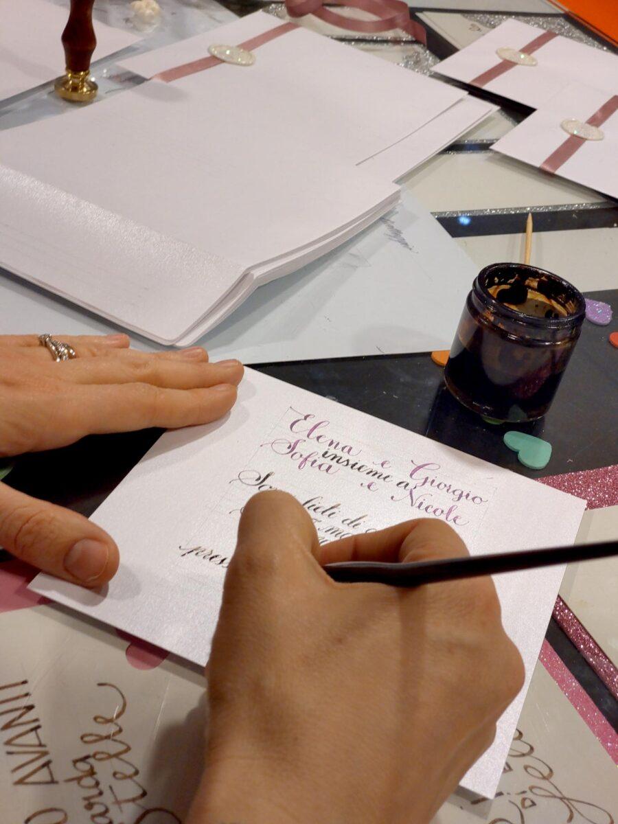 Calligrafia su partecipazioni di matrimonio