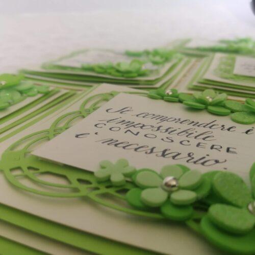 Biglietti scritti a mano a tema verde floreale